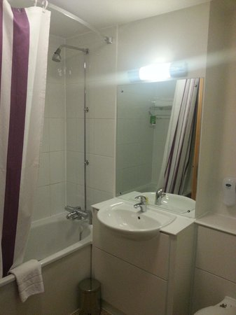 Premier Inn London Euston Hotel: Bathroom