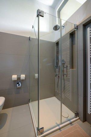 Hotel Volksschule: Dusche