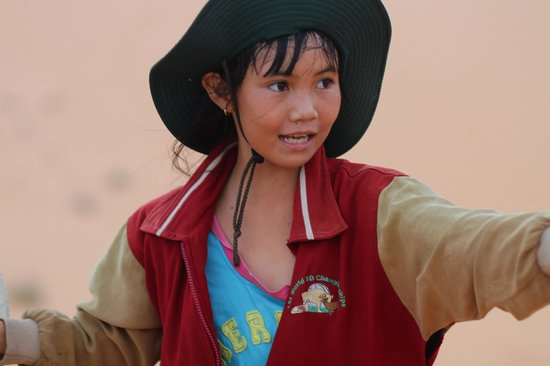 Red Sand Dunes: местные инструктора по песок-санкингу