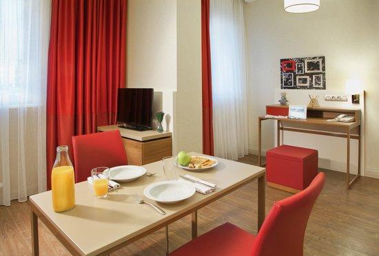 Adagio Moscow Paveletskaya : Dining Room in Apartment