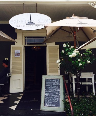 Bredasdorp Square Eat Sleep Shop : The entrance with bit of a french style