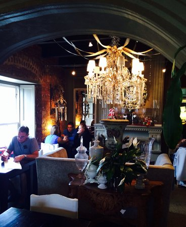 Bredasdorp Square Eat Sleep Shop: Restaurant inside. Very cosy and interesting decor
