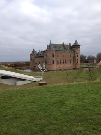 Castillo Muiderslot: View from outside