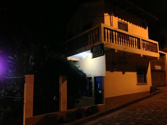 Hotel Rosalila: hotel at night