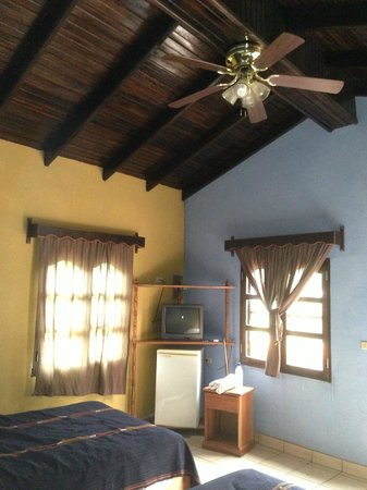 Hotel Rosalila: view into corner of room #9