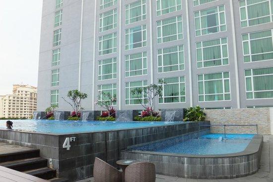 Hatten Hotel Melaka: Pools