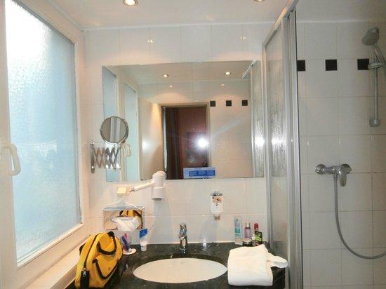 CityClass Hotel Caprice am Dom: bathromm