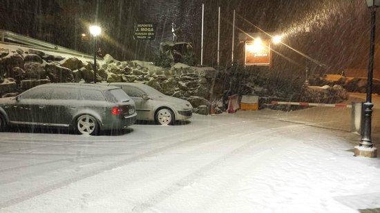 Rafaelhoteles by La Pleta : Desde la entrada del Hotel, nevada de la semana pasada