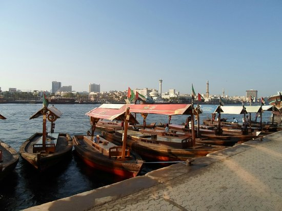 Bur Dubai Abra Dock : Le tipiche barchette di legno del sul creek