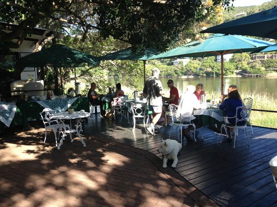 Moontide Guest House: Al Fresco breakfast
