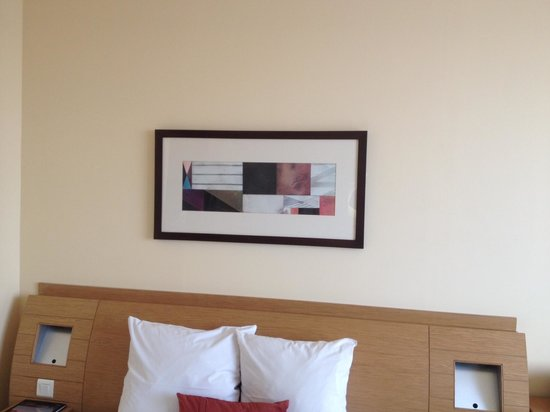 Novotel World Trade Centre Dubai: The painting in my room