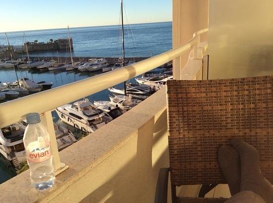 Riviera Marriott Hotel La Porte de Monaco: Wide balcony with great view of the Med.