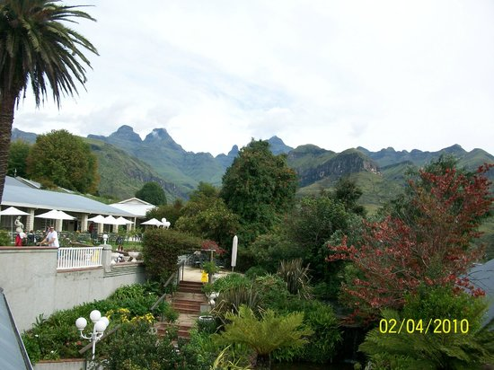 Cathedral Peak Hotel: View of terrace
