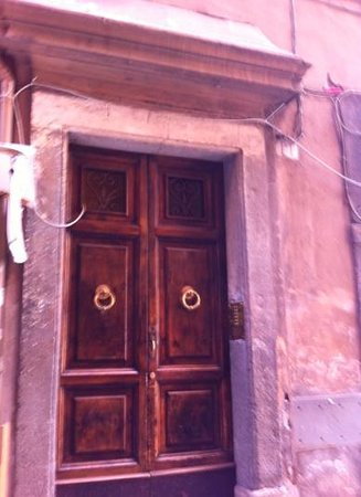 Albergo del Sole Al Pantheon: The doors to the building where our suite was located on the top floor.