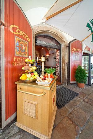 Pension Corto : Entrance to the restaurant/breakfast room