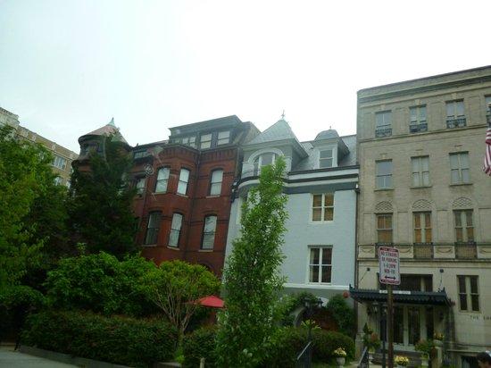 Windsor Inn: Прилегающие улочки к отелю симпатичны
