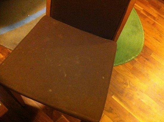 Scandic Malmen: Fläckig stol