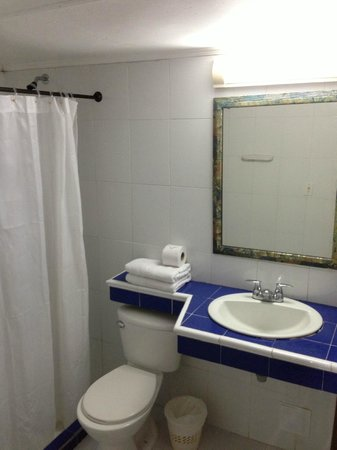 Hotel Calypso : room bathroom (no hot water)