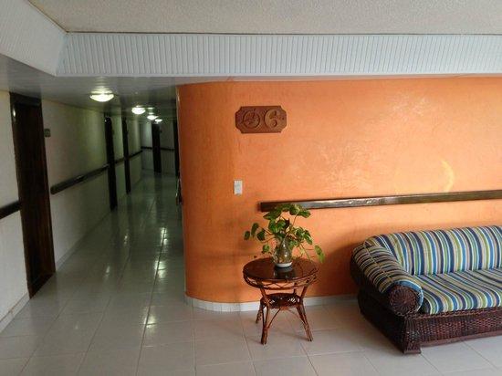Hotel Calypso: clean corridors