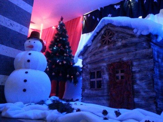 The Orangers Beach Resort & Bungalows: Christmas decoration buy the animation team :)