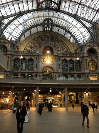 Cathédrale Notre-Dame d'Anvers : Inside the station