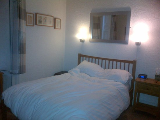 Ravenswood Guest House: Large and Comfy Room