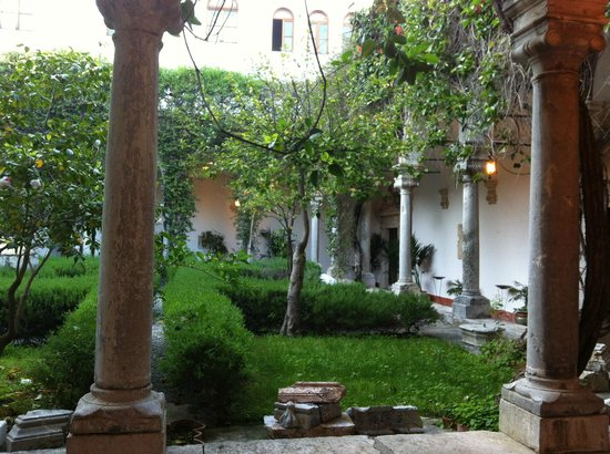 San Domenico Palace Hotel : Another patio