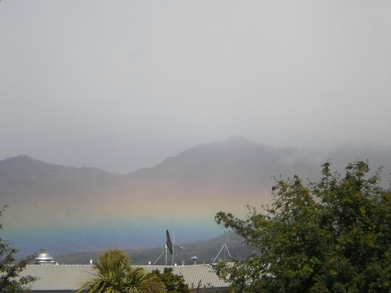 Aden Motel: Horizontal rainbow over the lake on New Years day