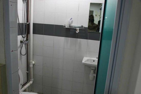 Haising Hotel: Room 201 Toilet