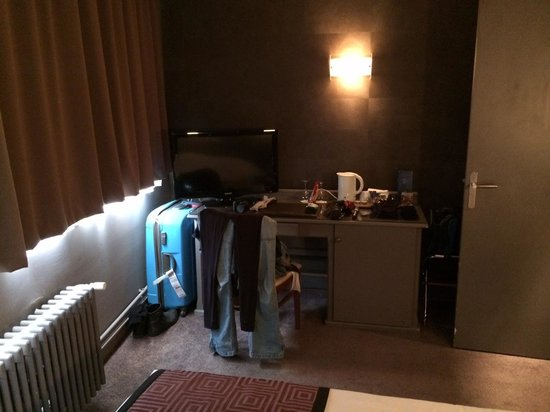 Hotel Etoile Saint-Honore by HappyCulture : TV and work station with Tea and Coffee
