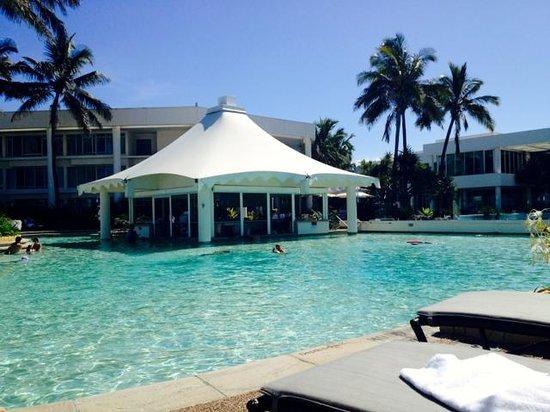 Sheraton Grand Mirage Resort, Gold Coast: Pool side with swim up bar
