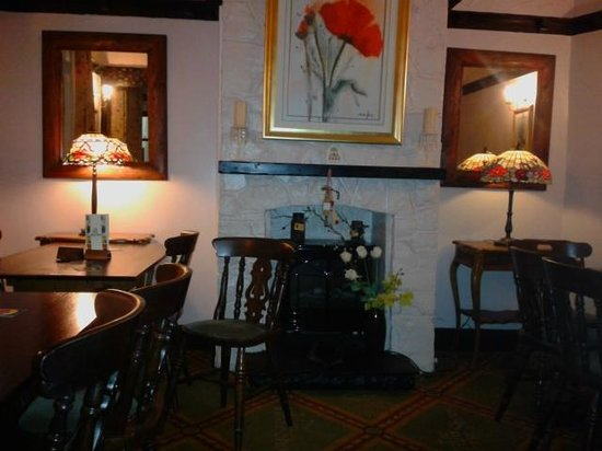 Three Horse Shoes: Alcove dining area, 3 Horseshoes