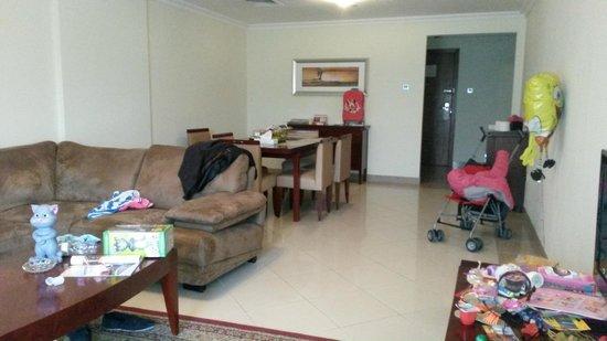 Rose Garden Hotel Apartments - Al Barsha : sitting / dinning room