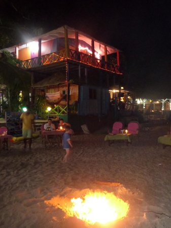 Sai Valentine's : Fire pit for diners on the beach at night