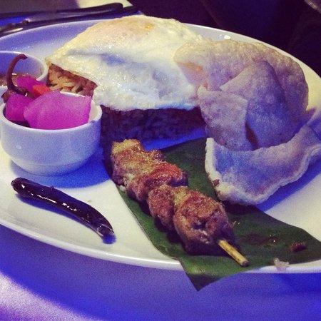 360 Degrees Restaurant: Nasi goreng