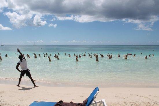 Dreams La Romana Resort & Spa: Aquagym en el mar