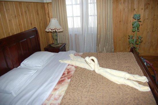 The Trevene Hotel : кровать