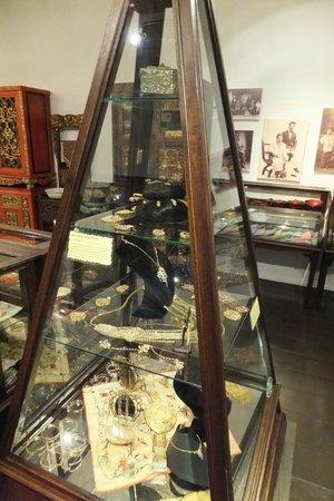 Straits Chinese Jewelry Museum Malacca: Perannakan Jewellery