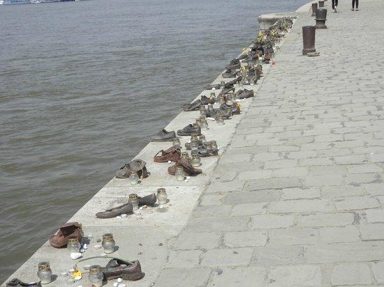 Promenade des Chaussures sur le Danube : 靴