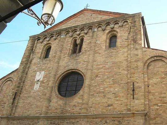 Chiesa di Santa Sofia: Frontone