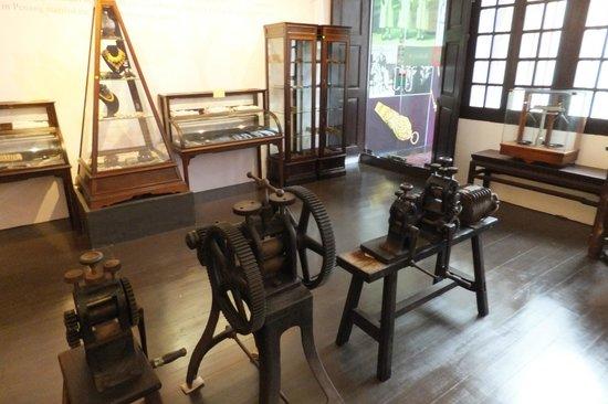 Straits Chinese Jewelry Museum Malacca: Tools for making - Perannakan Jewellery