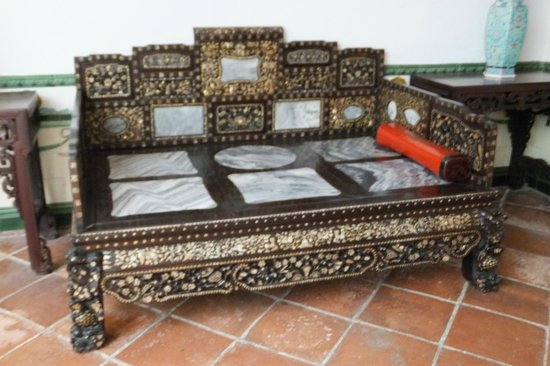 Straits Chinese Jewelry Museum Malacca: During the old days...Mastaer of the house will lie on the bed - smoke opium