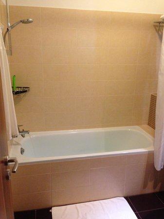Fraser Residence Budapest: La salle de bain