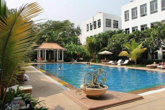 Vivanta by Taj - Connemara, Chennai: Pool, gym and spa area