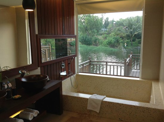 Sokha Beach Resort : presidential suite - indoor bathroom