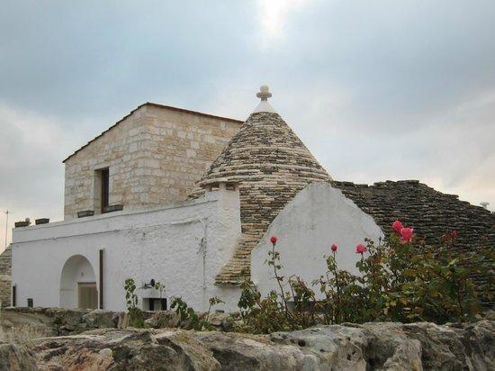 The Trulli of Alberobello: アルベロベッロ・・・屋根に模様が?