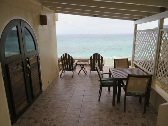 AppleSurf Seaside Villas: Private Shaded deck