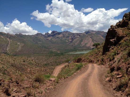Bodega El Molino de Cachi Winery: Dirt roads nearby Cachi