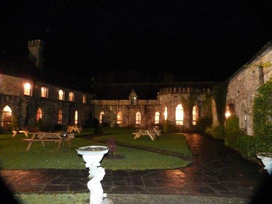 Kinnitty Castle Hotel: garden