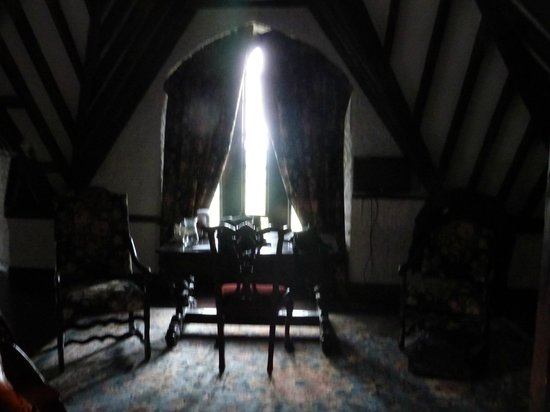 Kinnitty Castle Hotel: seating area of bedroom